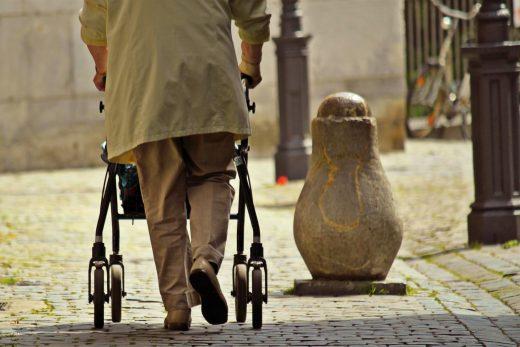 Een op twintig thuiswonende ouderen is mishandeld